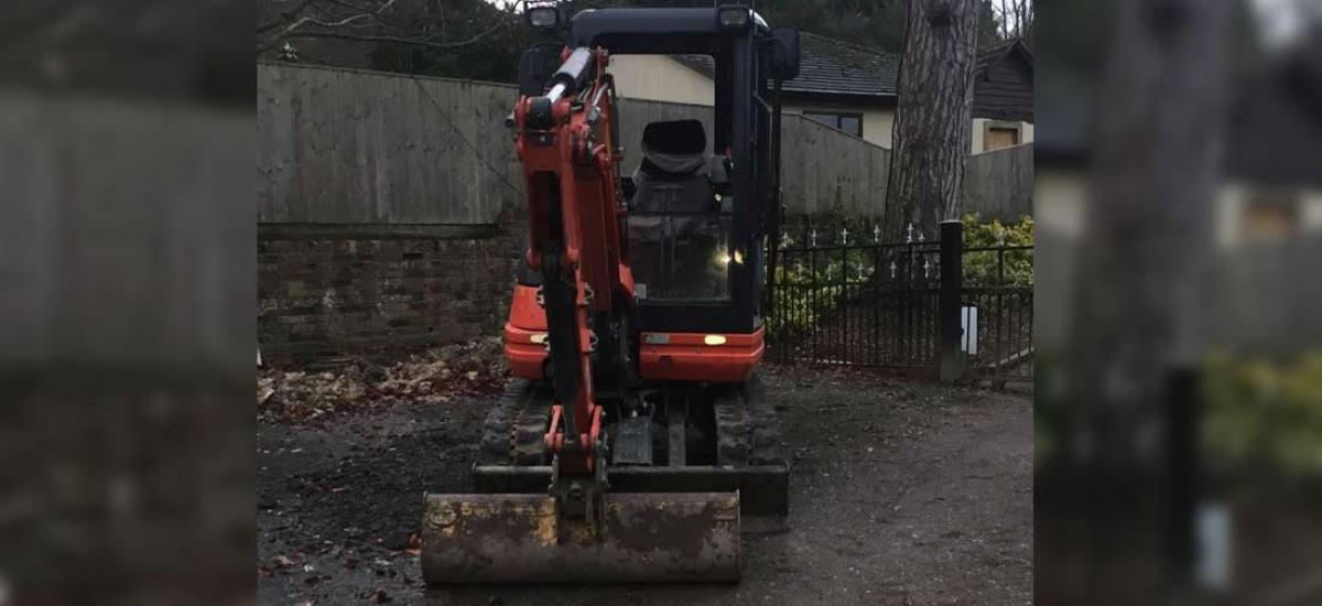 Mini digger hire for excavation and building projects in Bucks and Oxon